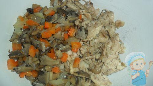 Соединяем курицу и грибы