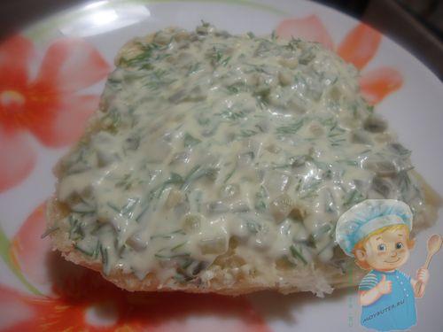 Сырный гамбургер с колбасой в микроволновке - рецепт пошаговый с фото