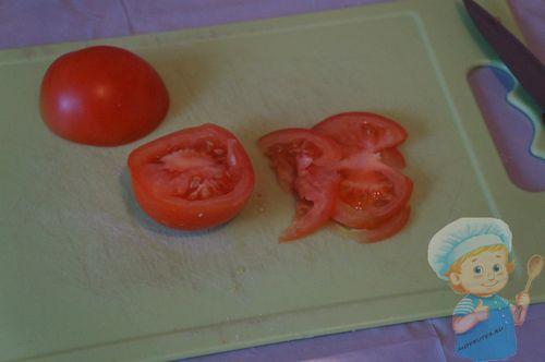 Нарезаем помидорки