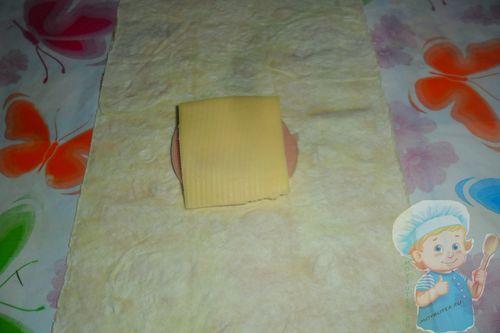 Сверху закрываем начинку сыром