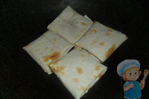 Обжариваем закуску из лаваша