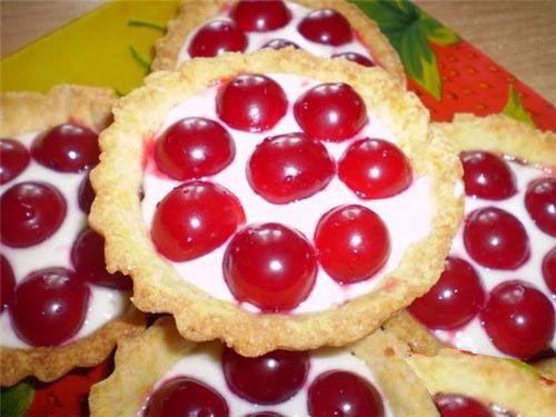 Яблочно-вишневые тарталетки
