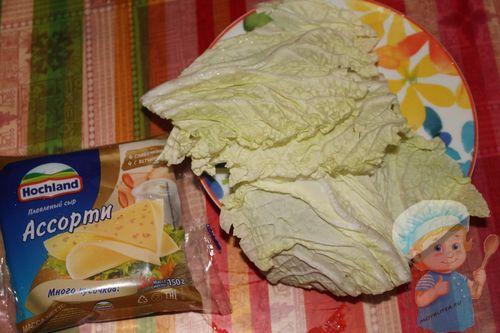 Листья салата и сыр