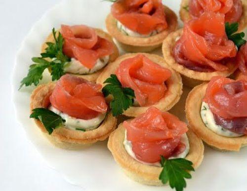 Тарталетки с рыбой и сыром