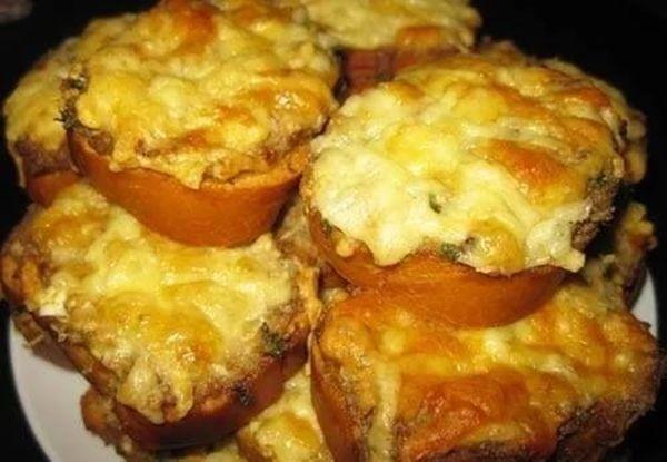Бутерброды с сыром и сайрой