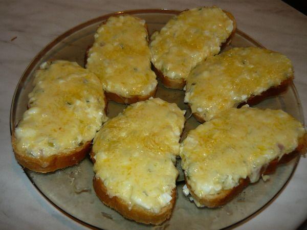 Бутерброд с яйцом и чесноком
