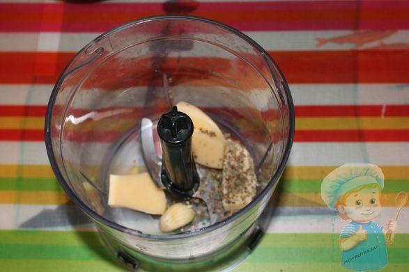 Сыр, чеснок и зелень