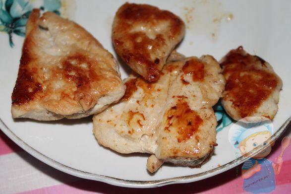 Обжариные кусочки куриного мяса