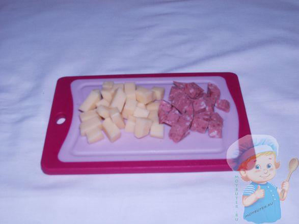 Нарежем сыр и колбасу