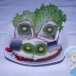 Закуска с селедкой и киви
