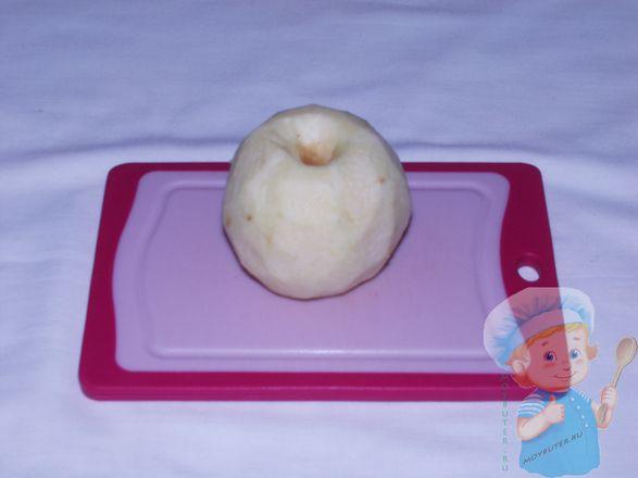 Очищенное яблоко