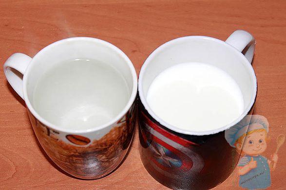 Стакан с водой и молоком