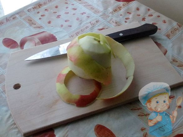 Чистим фрукт