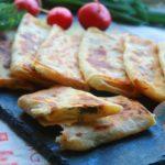 Лваш с сыром и зеленью на сковороде