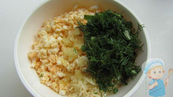 Зелень добавляем в блюдо