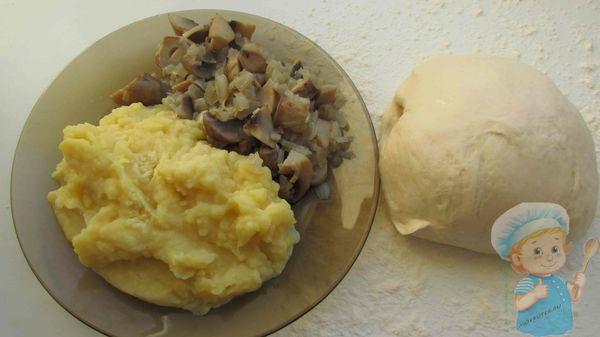 Пюре, грибы и тесто
