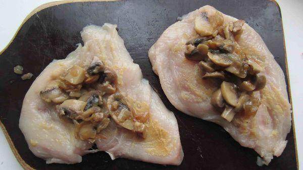 выкладываем грибы на филе
