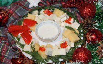 оформление новогодней сырной тарелки