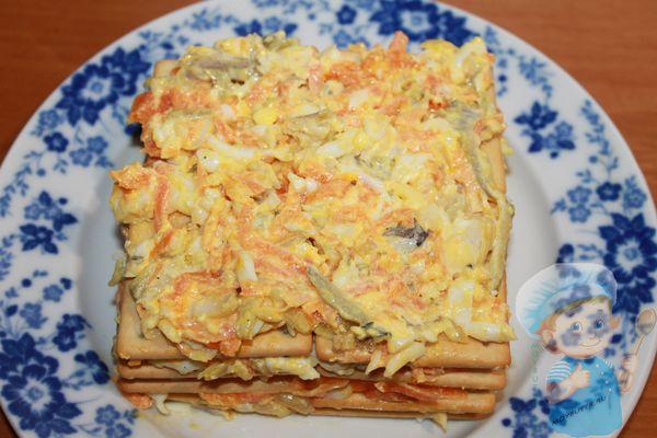 закусочный торт с рыбой и овощами