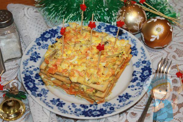 Закусочный торт из крекеров - рецепт с фото